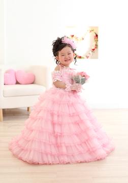 ピンクのフリフリドレス、とっても似合ってるね♡