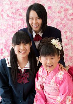 とっても仲のいい3姉妹。お姉ちゃんたちが優しい〜