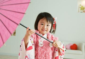お傘で遊んで、いい笑顔