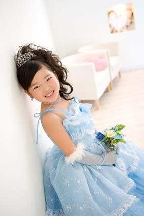 水色のドレスがとっても似合ってました。