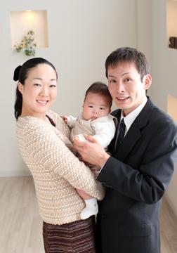 優しいパパとママに囲まれて安心気分♡