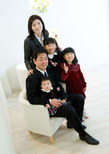 こういう家族写真、ステキだと思います。毎年撮ってほしいな〜