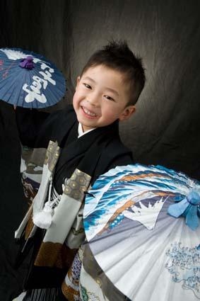 袴姿もニコニコ笑顔です。とにかく笑顔が耐えませんでした。