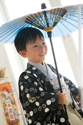 右手に傘、左手には剣。両刀遣いのしゅうくんです。