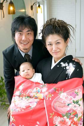 美男美女のパパとママ。二人の深い愛情に包まれているカホちゃん。
