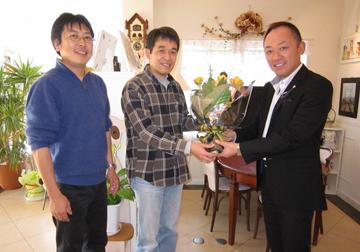野田会長、菅野副会長さんがわざわざお届けにお越し下さいました。