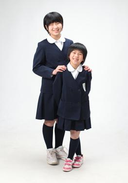 制服姿でパチリ☆ポーズもキマってます(^_^)