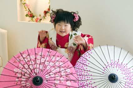 傘にかくれて(/\)イナイイナイ \(^o^)/バァァア