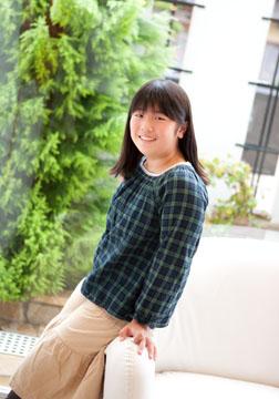 昨年からの成長ぶりが感じとれます。素直な女の子です。この笑顔忘れないで欲しいな〜