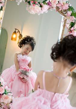 ママからのご要望、鏡を見つめてうっとりのシーンです。