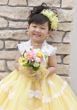 黄色のドレス、似合ってるね☆
