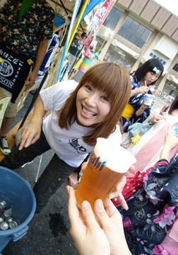 ビールいかがですか〜〜♪