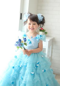 ブルーのドレスも似合ってるね!!