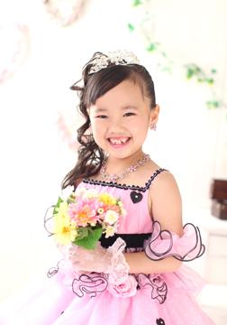 ピンクのドレスもカワイイね☆
