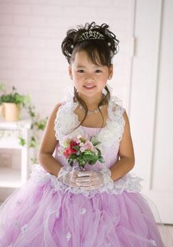 紫のドレスがとっても似合ってました。カワイイ〜