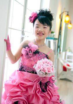 ピンクにドレスがお似合いのちさとちゃん♡