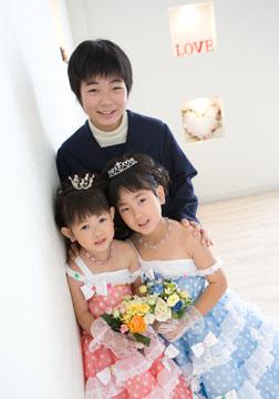長女のゆうかちゃんと三人で(^o^)微笑ましいです。