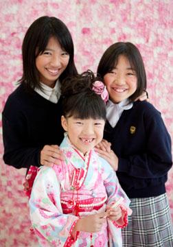 仲良し3人姉妹。みんなカワイイ笑顔です