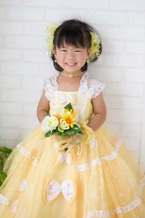 黄色いドレスがとっても似合ってました。笑顔も可愛いです。