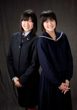 いい感じの姉妹です。笑顔ステキです。