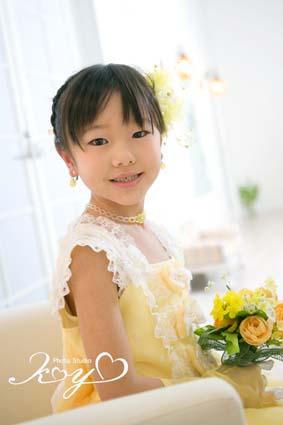 1年生らしく余裕の表情ですね〜(^^)黄色のドレスが似合ってます